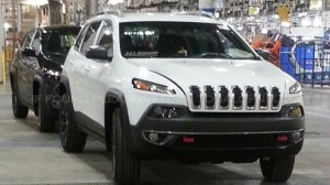 2014 Jeep Cherokee leaks